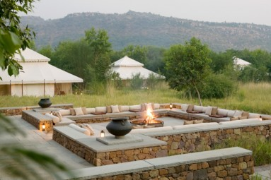 i-khas_outdoor_fireplace_1400x600