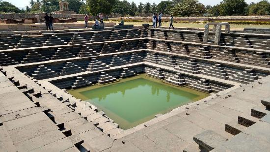 stepped-tank-hampi