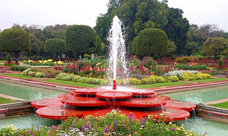 Water-Fountain-Mughal-Garden