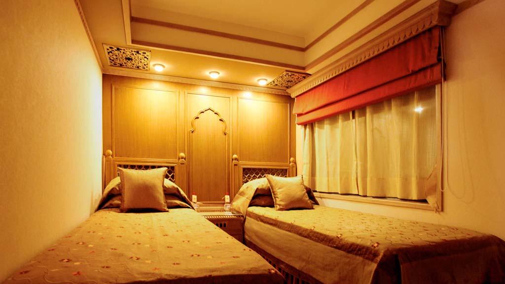 The indian maharaja delhi mumbai indian maharaja train tour for Bedroom expressions