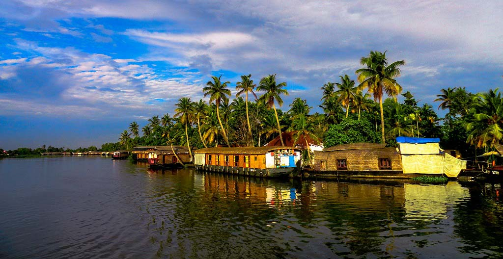 Alleppey Backwaters Tour - Houseboats in Alleppey Kerala India