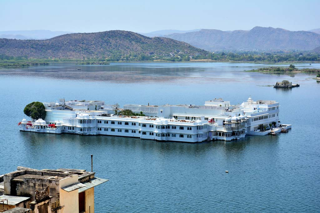 Udaipur Tour Packages - Lake Palace in Lake Pichola Udaipur Rajasthan India